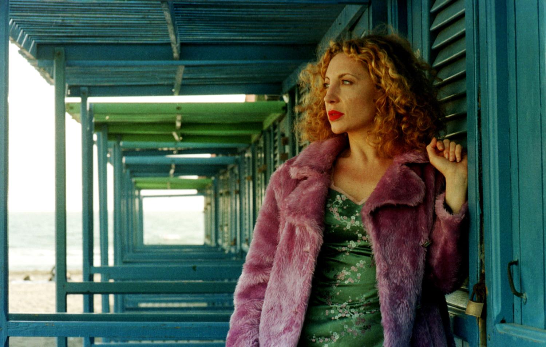 """NAPOLI, 1999 - SET DEL FILM """"APPASSIONATE"""" DI TONINO DE BERNARDI. NELLA FOTO IAIA FORTE. FOTO DI GIANNI FIORITO"""