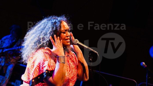 Deviana P. Morgan & Blues Connection Band in Singing the Divas